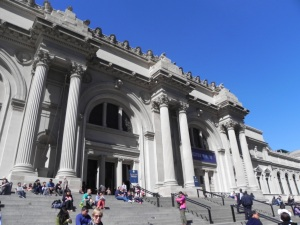 The met is so huge it spans two full blocks! It's a beautiful art gallery.